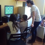 Diana asistovala deťom pri riešení počítačových hier